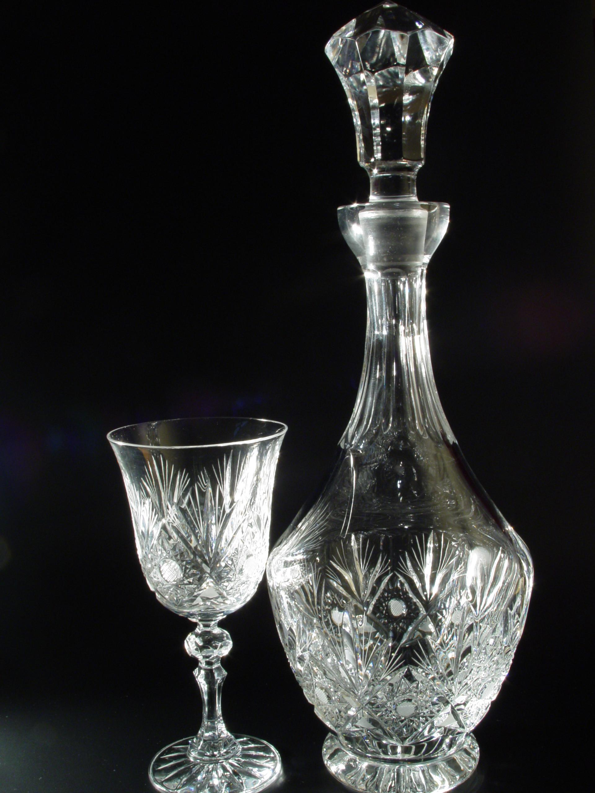 Kristálypohár és kristály palack